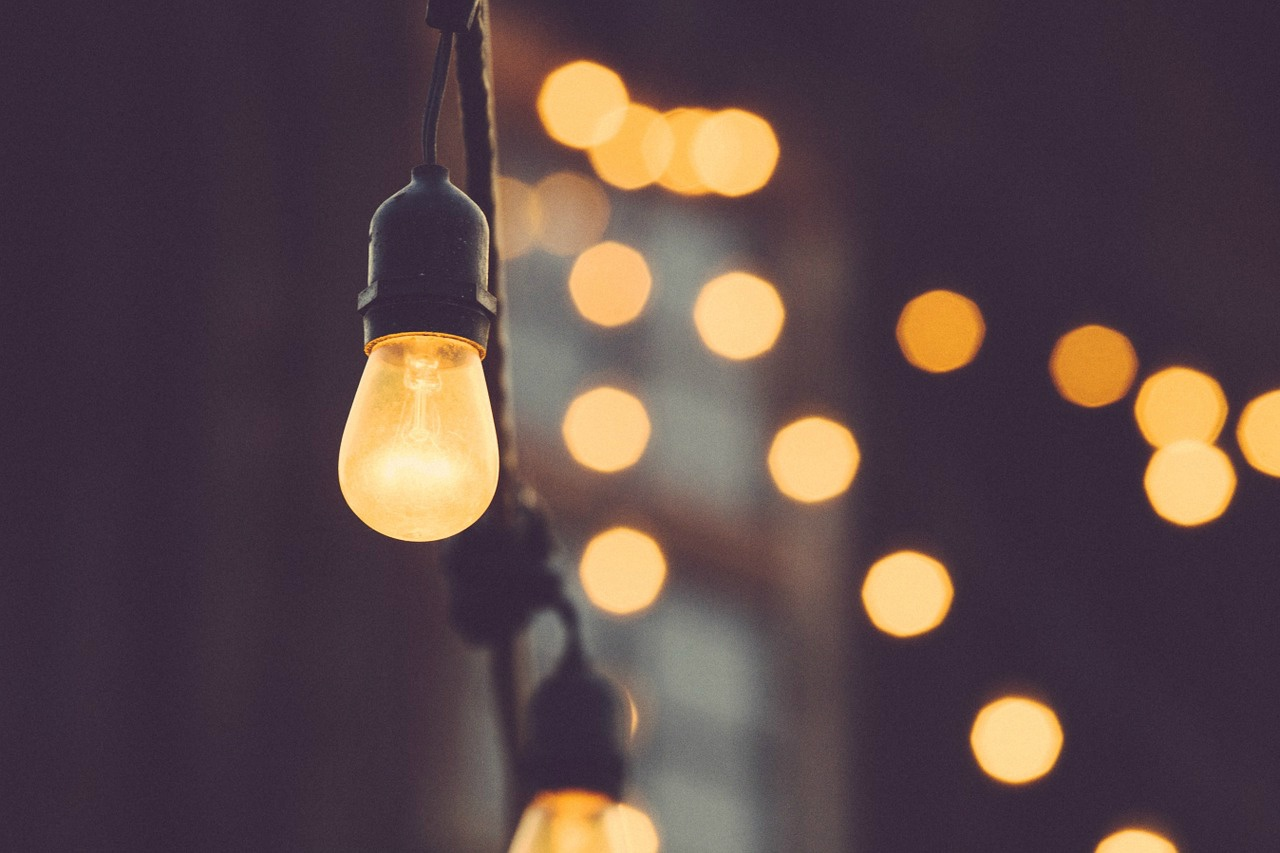 light-bulb-1209491_1280 (1).jpg